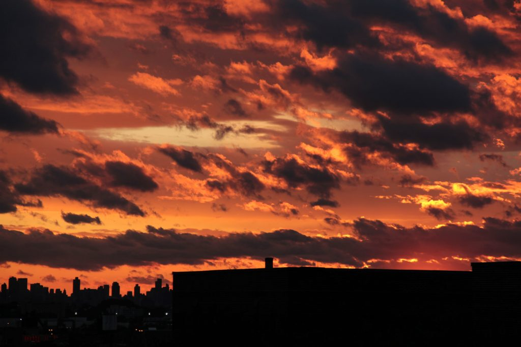 hurricane-irene-sunset-queens-in-new-york-city